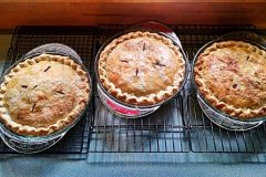 maine-sporting-camp-food-chandler-lake-camps-pies